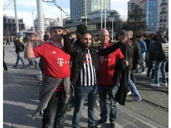 Yüzlerce Bayern Münih Taraftarı Taksim'de Toplandı