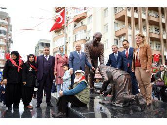 Mersin'de Atatürk Ve Adile Hala Anıtı'nın Açılışı Yapıldı