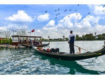 Büyükşehir'den 260 Öğrenciye Gondol Turu
