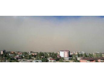 Posof'ta Toz Fırtınası Etkili Oldu