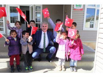 Bayburt Belediyesinden Bir Okula Daha Kütüphane