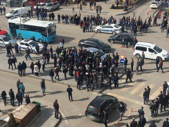 Erzurum'da Kalabalık İki Grup Arasında Tekme Tokat Kavga