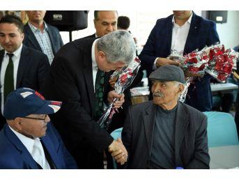 Belediye Başkanı Polat Yaşlıları Misafir Etti
