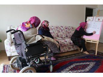 (özel Haber) Engelli Kadın Cumhurbaşkanı Erdoğan'a Mektup Yazabilmek İçin Okuma Öğreniyor