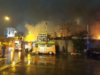 Oto Sanayi Sitesinde Büyük Yangın: 6 İş Yeri Küle Döndü
