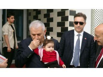 Başbakan Yıldırım'dan Öldürülen Okul Müdürünün Ailesine Ziyaret