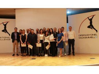 Hugo Boss İzmir'e Mükemmellik Ödülü