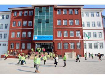 Okul Önündeki Yol Verme Kavgası Kanlı Bitti: 2 Yaralı