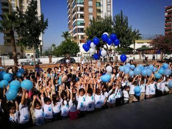 Öğrenciler 'otizme Farkındalık' İçin Gökyüzüne Mavi Balon Bıraktı
