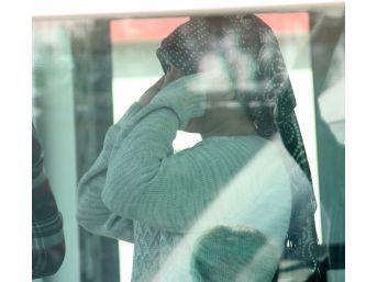 Saçı Kazıtılıp Eve Hapsedilen Genç Kız Polise Sığındı