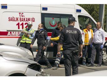 Çevik Kuvvet Polislerinin Bulunduğu Araç Kaza Yaptı