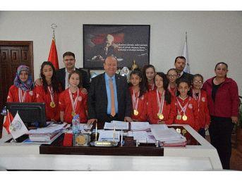 Gazipaşa Kız Voleybol Takımı'ndan Başkan Özakcan'a Ziyaret