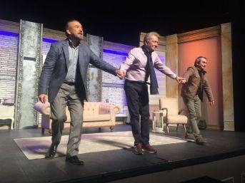 Tiyatronun Ustaları Nilüfer'de Sahneye Çıktı