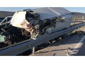 Kontrolden Çıkan Ticari Araç Bariyerlere Çarptı: 1 Ölü, 1 Yaralı