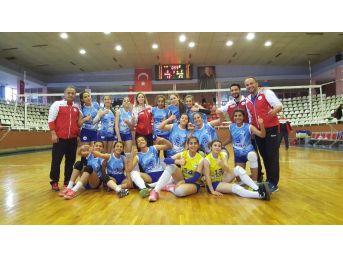 Merinosspor Yıldız Kız Voleybol Takımı Namağlup Şampiyon Oldu