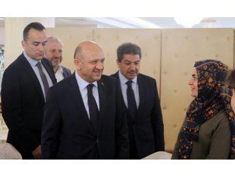 Başbakan Yardımcısı Fikri Işık, Yüksekovalı Kadınlarla Bir Araya Geldi
