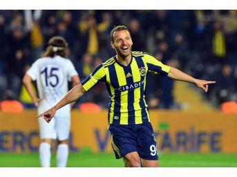 Soldado, Fenerbahçe'yi Sırtlıyor