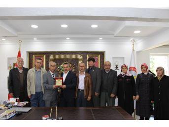 Başkan Tutal'a Şehit Yakınlarından Teşekkür Plaketi