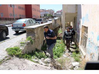 Polis Bor'da Okul Önlerinde Uygulama Yaptı