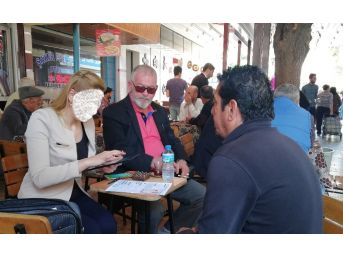 Bankalar Müşteri Bulmak İçin Kahvehaneye İndi