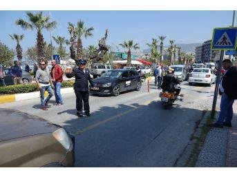 Kuşadası'nda Trafik Kazaları: 3 Yaralı