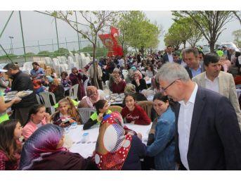 Başkan Yaralı Paşaköy'de Hayır Yemeğine Katıldı