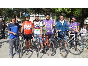 Burhaniye'de Üniversiteli Gençler Bisiklet Kulübü Kurdu