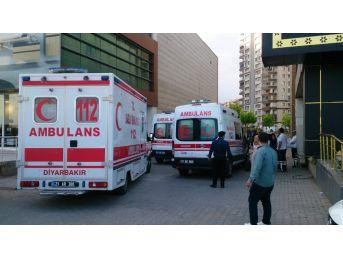 Diyarbakır-şanlıurfa Yolu Üzerindeki Bir Çağrı Merkezinde Yemek Yedikten Sonra Fenalaşan Çok Sayıda Personel, Zehirlenme Şüphesiyle Hastanelere Kaldırıldı.