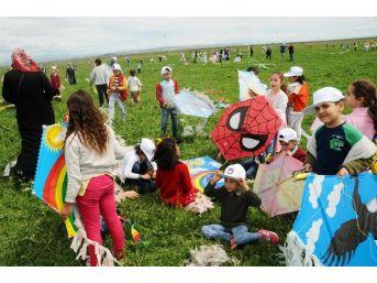 Kayapınar'da Bin Öğrenci İle Uçurtma Şenliği Düzenlendi