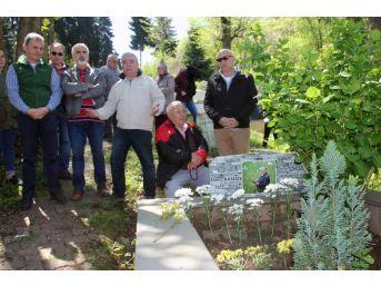 Gazeteci Ahmet Kayacık Mezarı Başında Anıldı