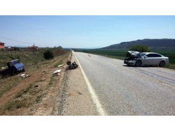 Otomobil, Pat Pata Çarptı: 3 Yaralı