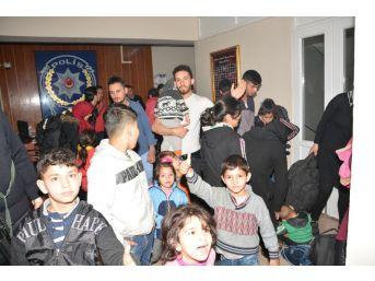Aliağa'da 27 Göçmen Yakalandı