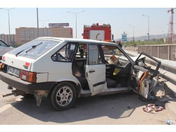 Kocaeli'de İki Otomobil Çarpıştı: 3 Yaralı