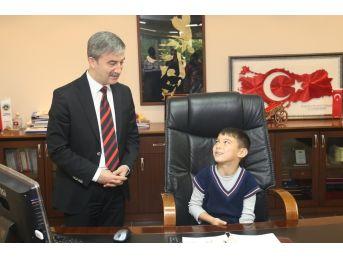 Başkan Şirin'in Makamında Gün Çocukların Günü Oldu