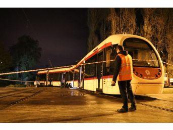 Samsun'da Tramvay Araca Çarptı: 1 Yaralı