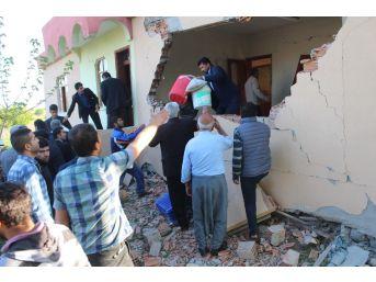 Depremin Vurduğu Samat'ta Vatandaşlar Eşyalarını Kurtarma Telaşına Girdi