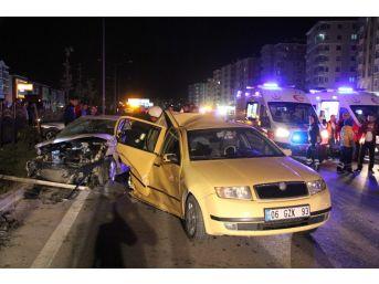 Düğün Konvoyunda Zincirleme Trafik Kazası: 22 Yaralı