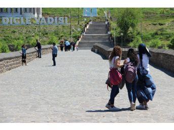 Tatili Fırsat Bilenler Diyarbakır'a Akın Etti