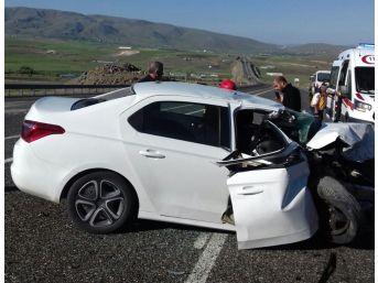 Elazığ-bingöl Yolunda Kaza: 2 Ölü, 1 Yaralı