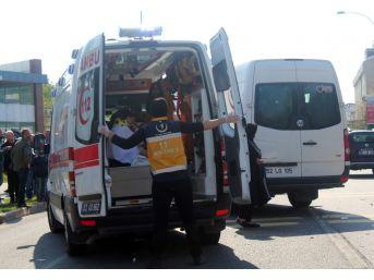 Minibüs Dolmuşa Çarptı: 13 Yaralı