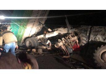 Traktörün Altında Sıkışan Sürücüyü İtfaiye Kurtardı