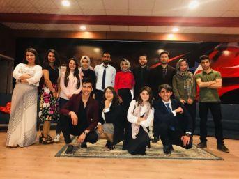 Silopi'de 'mendilimde Gül Oya' Tiyatro Oyunu Sahnelendi