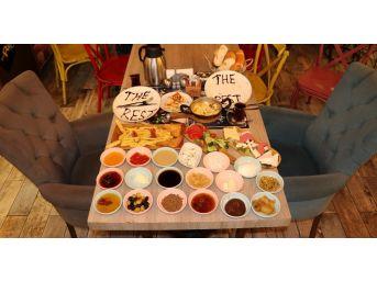 The Rest Coffee'den Zengin Kahvaltı Sofrası