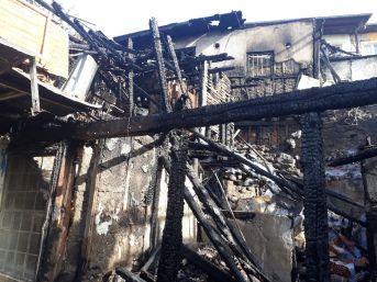 Tarihi Mahalledeki Yangının Bilançosu Gün Ağarınca Ortaya Çıktı