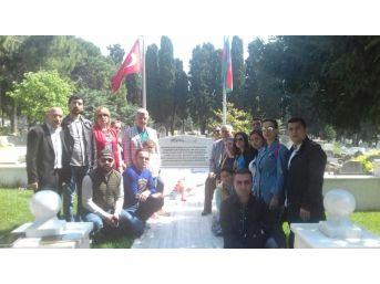 Azerbaycan Tiyatro Ekibinden Şehitlik Ziyareti