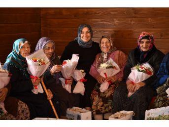 Huzurevi Sakinleri Anneler Günü'nü Altınköy'de Kutladı