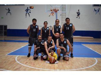Basketbol Müsabakalarında Yarı Final Heyecanı