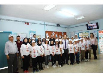 Öğrenciler, Tübitak 4006 Bilim Fuarı'nda Projelerini Sergiledi