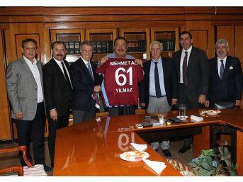Trabzonspor Yönetimi, Onursal Başkan Mehmet Ali Yılmaz'ı Ziyaret Etti