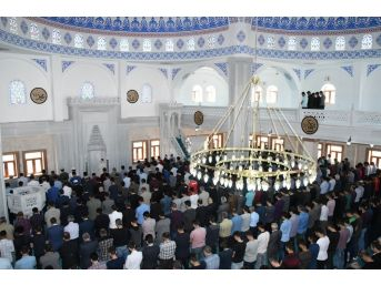 Üniversite Cami İbadete Açıldı